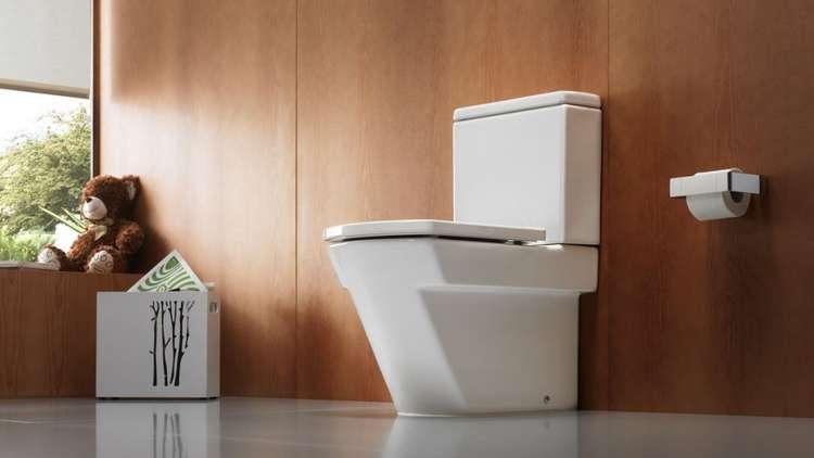 عرض روبوت لتنظيف المرحاض على الجمهور