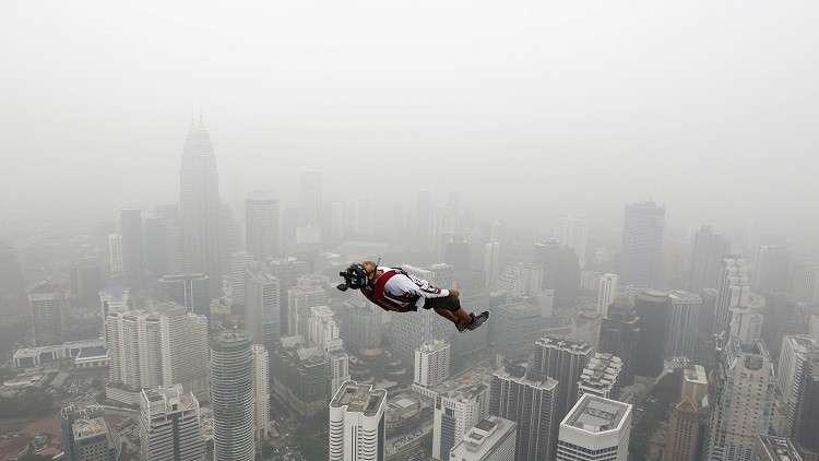حينما يكون القفز من المرتفعات طريقا باتجاه واحد