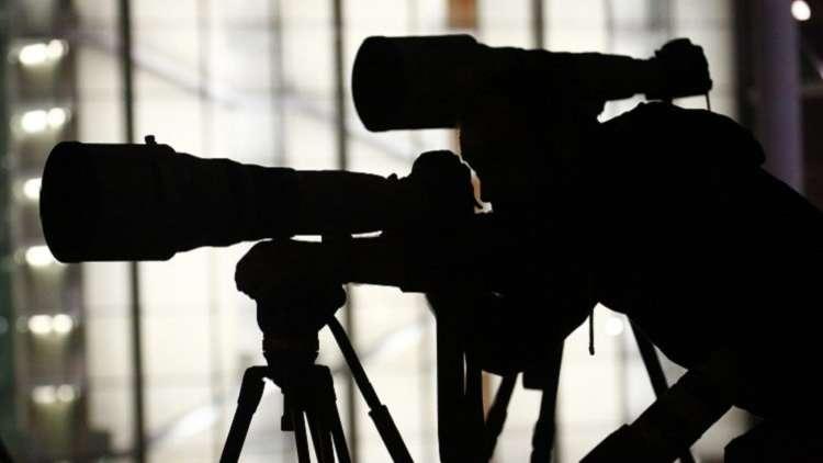 الإفراج عن صحفيين سويسريين احتجزا يومين في أبوظبي