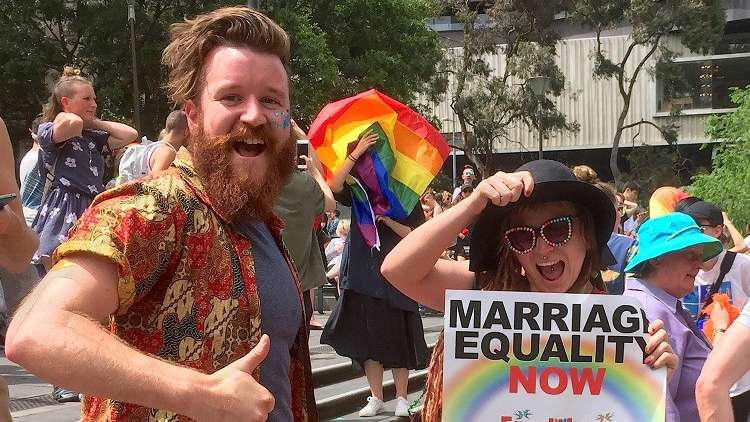 الأستراليون يوافقون بأغلبية ساحقة على زواج المثليين