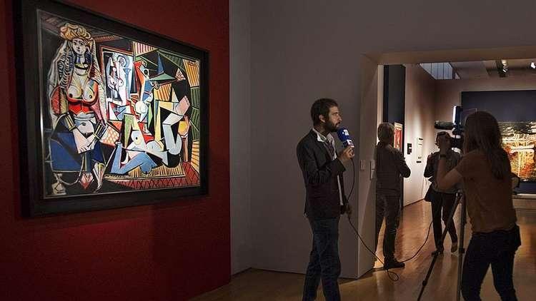 يعرض رجل الأعمال دميتري ريبولوفليف اللوحة التي يمتلكها للفنان الإيطالي ليوناردو دافينشي 1452-1519 بعنوان