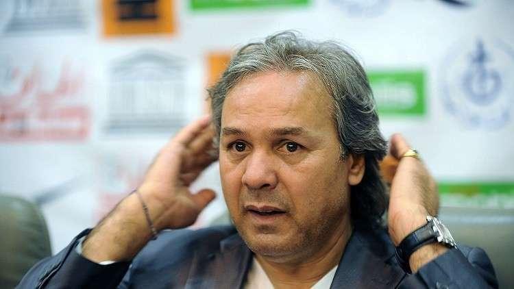 ماجر ينفجر في وجه صحفي جزائري! (فيديو)