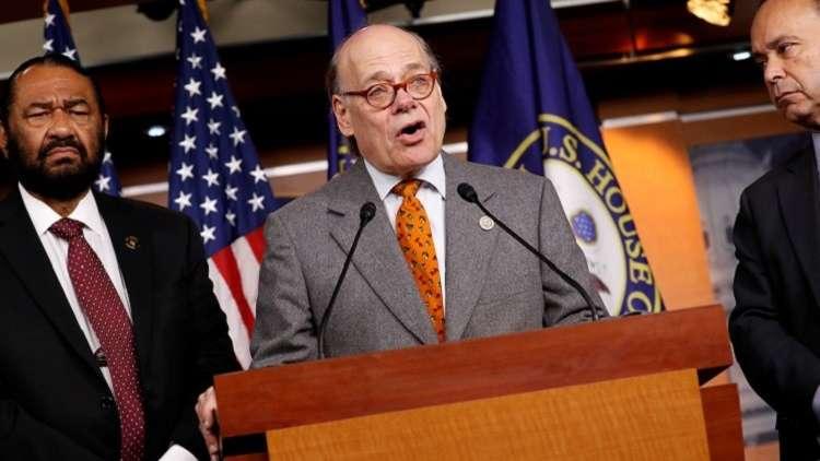 عضو في الكونغرس يطالب بعزل ترامب!