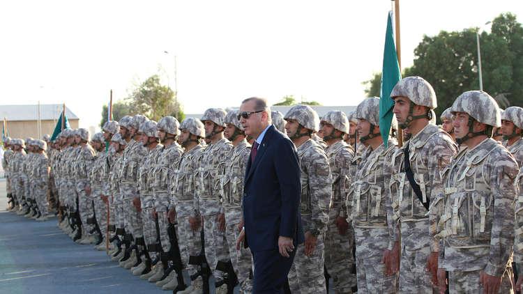 أردوغان يزور القاعدة التركية في قطر