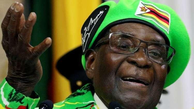 من هو رئيس زيمبابوي المهدد بالانقلاب.. وما علاقة زوجته؟