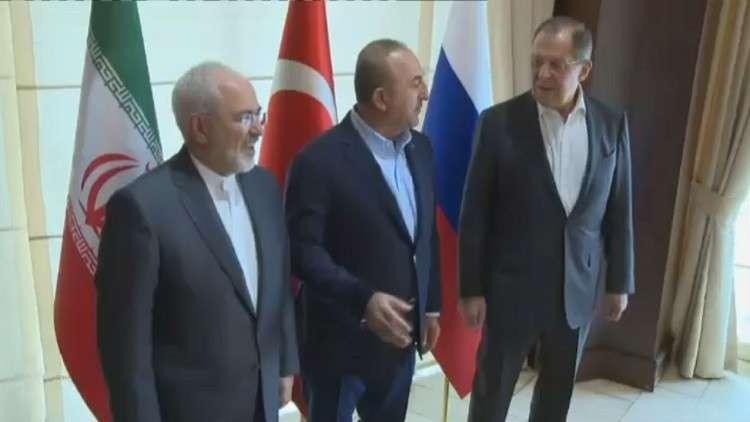وزراء خارجية روسيا وإيران وتركيا: انخفاض درجة العنف في سوريا يسمح بالانتقال إلى حل سياسي