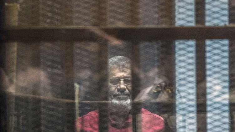 محكمة القاهرة تسمح لمرسي إجراء فحص طبي على نفقته