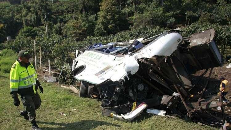 كولومبيا.. مقتل 14 وإصابة 35 آخرين بسقوط حافلة ركاب في واد