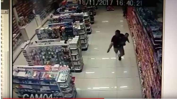 البرازيل.. شرطي بزي مدني يطلق النار في وضع استثنائي!
