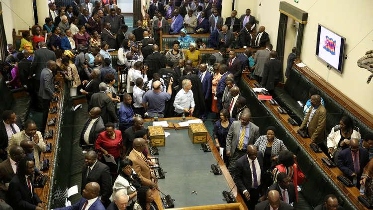 روبرت موغابي يعلن استقالته من رئاسة زيمبابوي