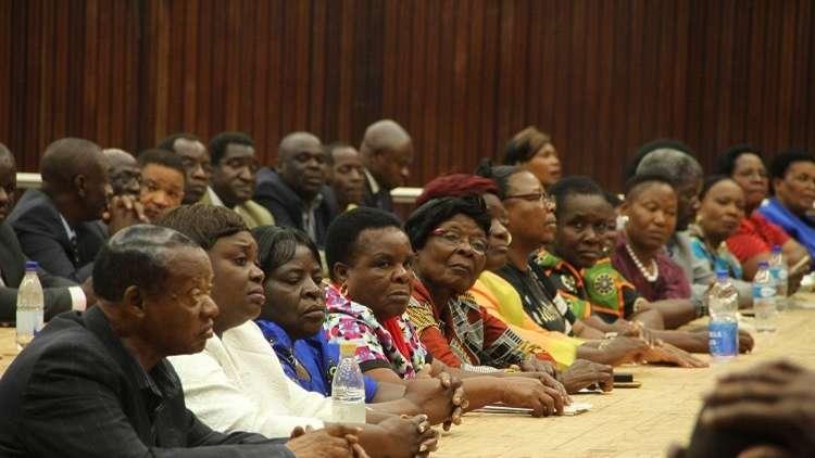 من سيخلف موغابي؟ وموغوريني تكشف الأسباب المحتملة لتنحيه