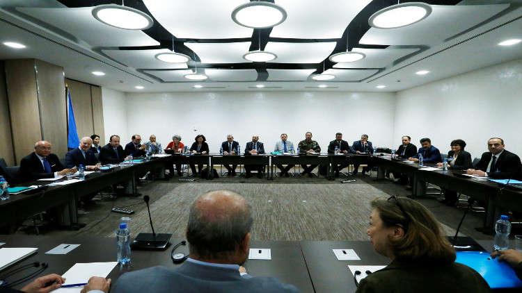 أرشيف - اجتماع سابق للمعارضة السورية بحضور دي ميستورا في جنيف
