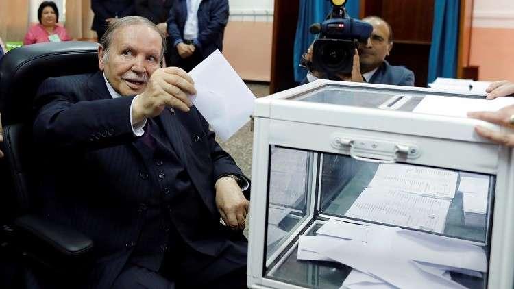 الجزائر.. بوتفليقة يدلي بصوته في الانتخابات المحلية