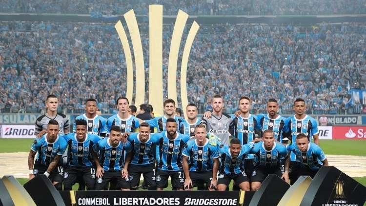 غريميو البرازيلي يقترب من معانقة كأس