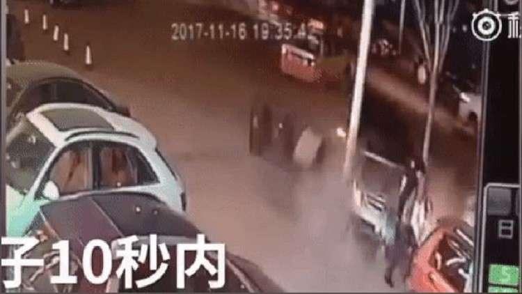 صيني ينجو من موت محقق مرتين خلال 5 ثوانٍ!