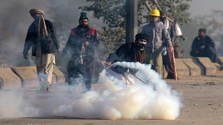 الشرطة تفرق محتجين  يغلقون مداخل إسلام أباد