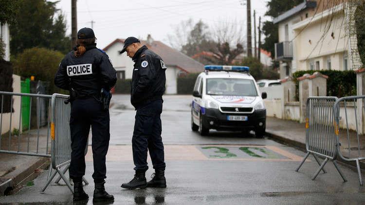 الشرطة الفرنسية تطلق النار على سيارة لاجئين
