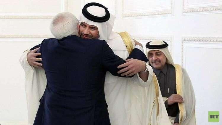 بالصور.. عناق قطري- إيراني حار!