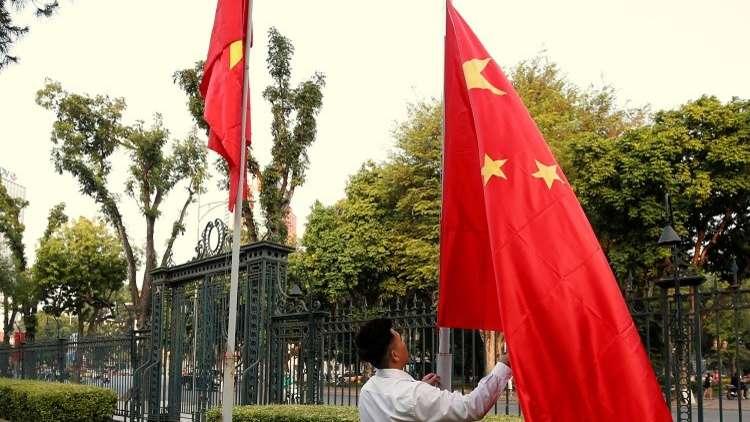 المسؤولون في مدينة صينية يحتاجون رخصة للزفاف والدفن