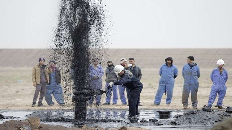 النفط يهبط قبيل اجتماع المنتجين في فيينا