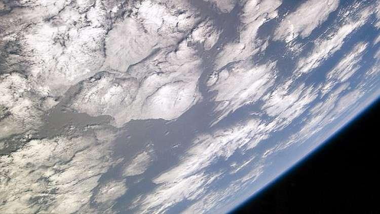 تجربة قديمة وبسيطة تدحض محاولة إثبات أن الأرض مسطحة