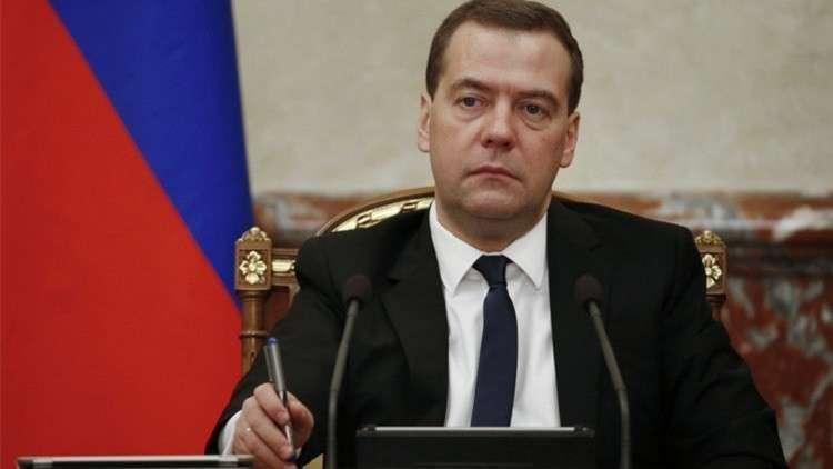 مدفيديف يصف حظر الرياضيين الروس بالمسيس