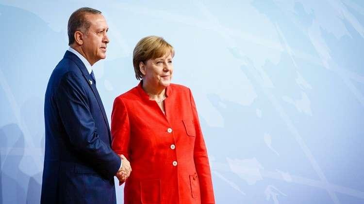 ميركل تعد أردوغان بالإسراع بتقديم المساعدات في إطار صفقة اللاجئين