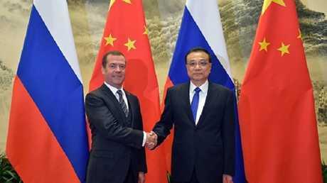 رئيس الوزراء الروسي دميتري مدفيديف ونظيره الصيني لى كه تشيانغ