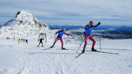 إيقاف متسابقي تزلج روسيين مدى الحياة