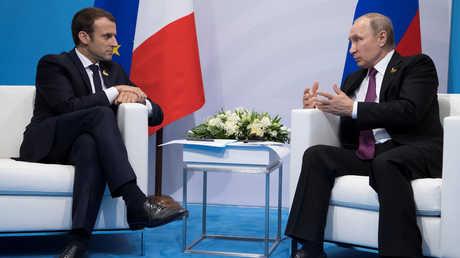 الرئيس الروسي، فلاديمير بوتين، ونظيره الفرنسي، إيمانويل ماكرون، خلال لقائهما في هامبورغ يوم 8 يوليو/تموز.