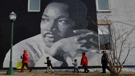 أرشيف - لوحة جدارية رسم عليها مارتن لوثر كينغ، في تشاتانوغا، تينيسي