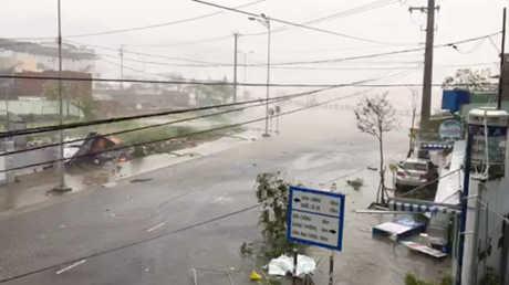 """إعصار """"دامري"""" يجتاح فيتنام"""