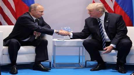 أرشيف - اللقاء الأول بين بوتين وترامب في هامبورغ، ألمانيا