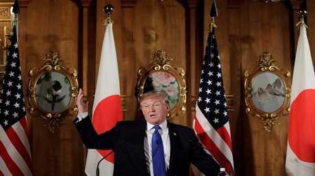 ترامب يتحدث خلال مؤتمر صحفي مع شينزو آبي، طوكيو، اليابان، 6 نوفمبر 2017