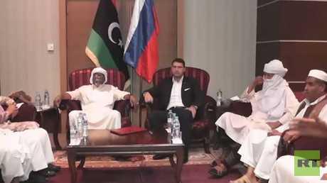 ليف دينغوف، رئيس فريق الاتصالات الروسي في ليبيا، يلتقي ممثلي قبائل أوباري