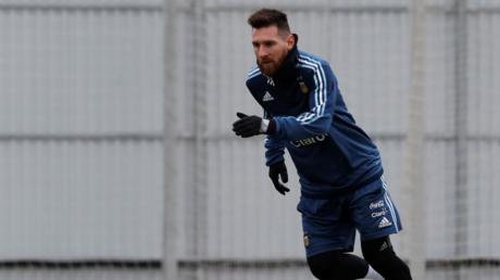 الأرجنتيني ليونيل ميسي يخوض مرانه الأول مع منتخب بلاده في موسكو