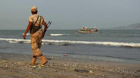 عنصر من القوات الموالية للرئيس اليمني عبد ربه منصور هادي في عدن