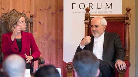وزير الخارجية الإيراني محمد جواد ظريف وفدريكا موغريني -صورة أرشيفية