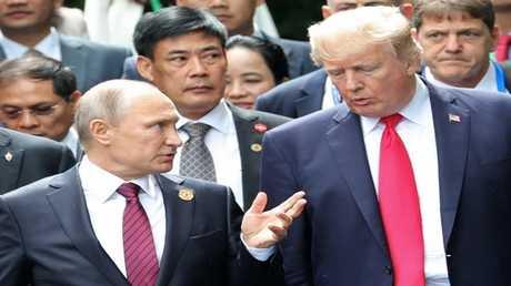 """الرئيسان دونالد ترامب وفلاديمير بوتين في قمة """"آبيك"""""""