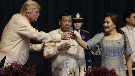 الرئيس الأمريكي دونالد ترامب ونظيره الفلبيني رودريغو دوتيرتي