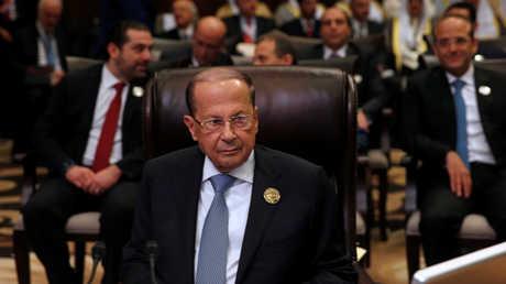 ميشال عون ويظهر خلفه سعد الحريري (صورة أرشيفية)