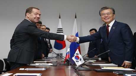 رئيس الوزراء الروسي دميتري ميدفيدف ورئيس كوريا الجنوبية