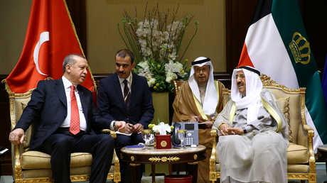 أمير الكويت يستقبل الرئيس التركي