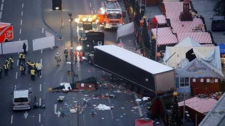 أرشيف - اعتداء إرهابي بواسطة شاحنة أسفر عن مقتل 12 شخصا في ديسمبر الماضي في سوق لعيد الميلاد في برلين