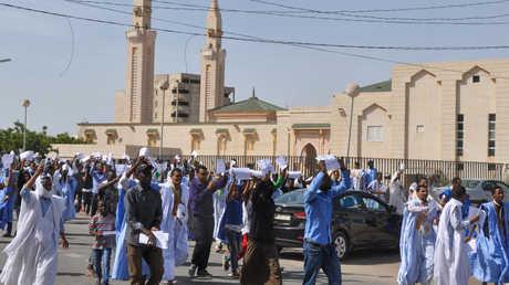 متظاهرون في العاصمة الموريتانية نواقشوط يحتجون ضد القرار بإخلاء سبيل المدون امخيطير