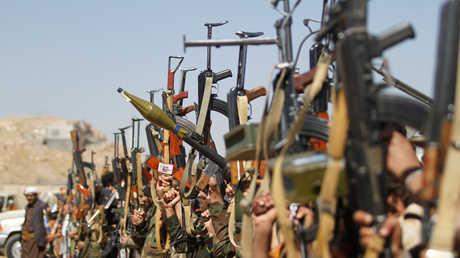 """مسلحون من جماعة """"أنصار الله"""" تم تجنيدهم حديثا في صنعاء"""