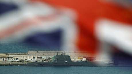 أرشيف - غواصة نووية من طراز أستيوت بريطانية قبالة سواحل شبه جزيرة جبل طارق 21 يوليو 2016