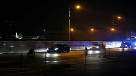 موكب الحريري أثناء مغادرته المطار باتجاه منزله في باريس