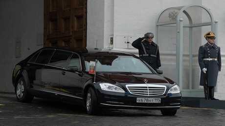 أرشيف - موكب الرئيس الروسي فلاديمير بوتين  في الساحة الحمراء، موسكو، 4 نوفمبر 2015