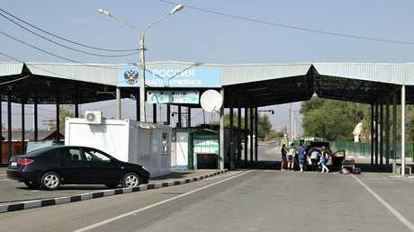 نقطة تفتيش أرميانسك على الحدود بين روسيا وأوكرانيا في شبه جزيرة القرم